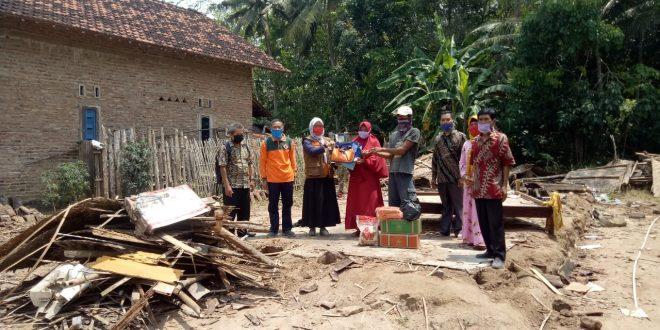Gerak Cepat, Pemkab Salurkan Bantuan Korban Rumah Roboh di Tanjung Bintang