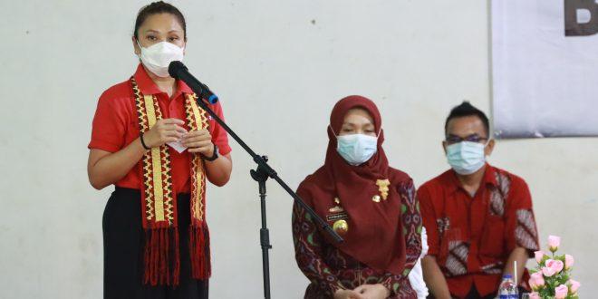 Penasihat Dharma Wanita Persatuan Kementerian Sosial, Grace Batubara Berikan Bantuan Sembako Untuk Masyarakat Lampung Selatan