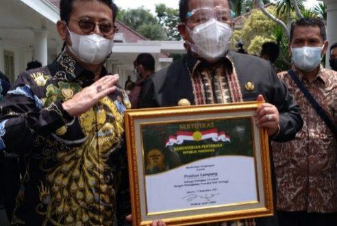 Gubernur Arinal Djunaidi Terima Penghargaan Bidang Pertanian Abdi Bakti Tani 2021, Provinsi Lampung Toreh Prestasi Peringkat Pertama Peningkatan Produksi Padi